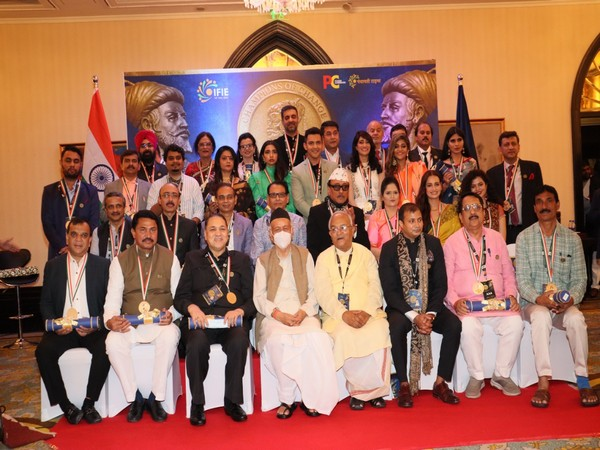 Prominent Political, Cinema, Social Welfare and Industrial Personalities Honoured In Champion of Change Award Maharashtra 2021